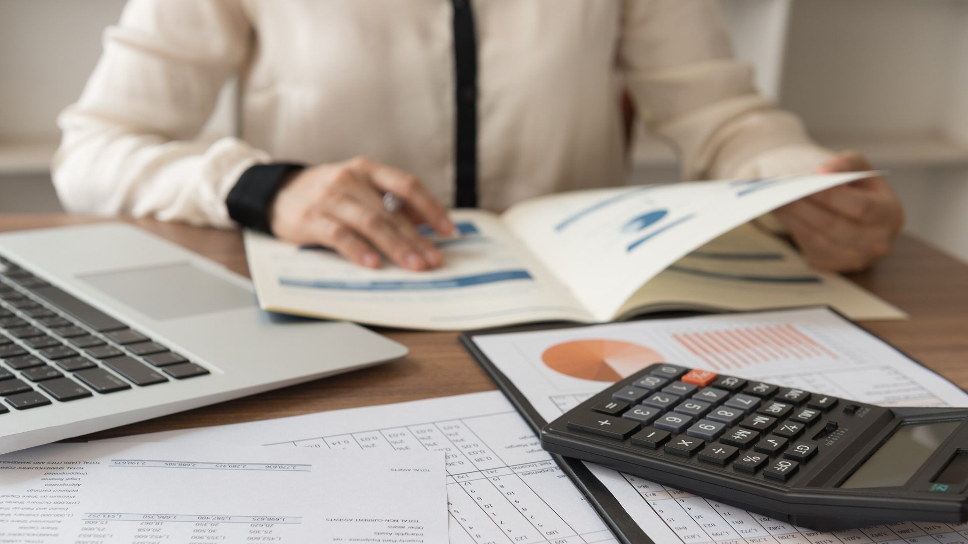 6 Reasons Hiring a Bookkeeper has Exponential ROI